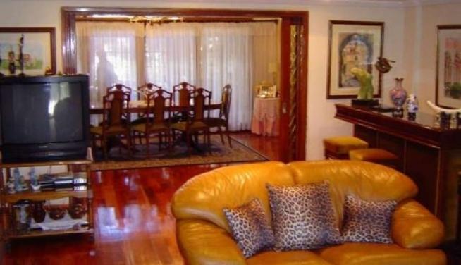 Diseno De Baños En Quinchos: casa 7 ambientes con jardin, pileta y quincho con parrilla en Olivos